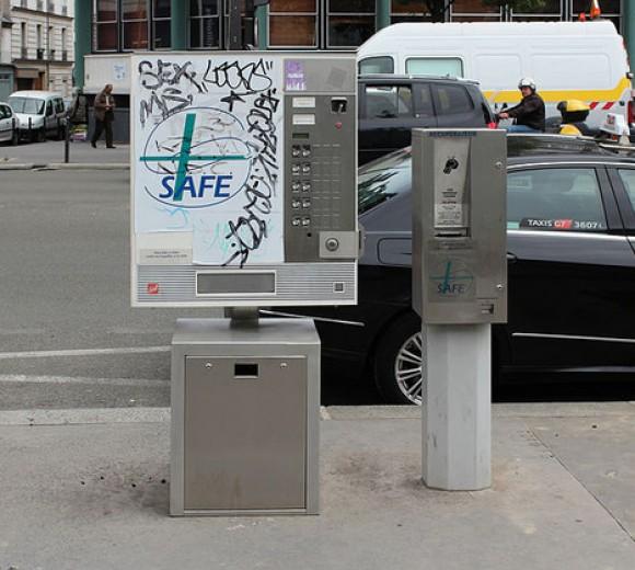800px-Automate_dechange_de_seringues_rue_du_Faubourg-Saint-Martin_Paris_01-630x0